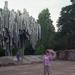 443 Helsinki Sibelius emlékműnél