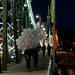 Lufikat visznek át a hídon